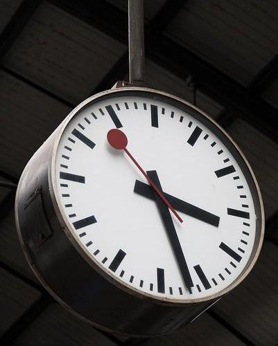 horloge-mondaine-gare-suisse